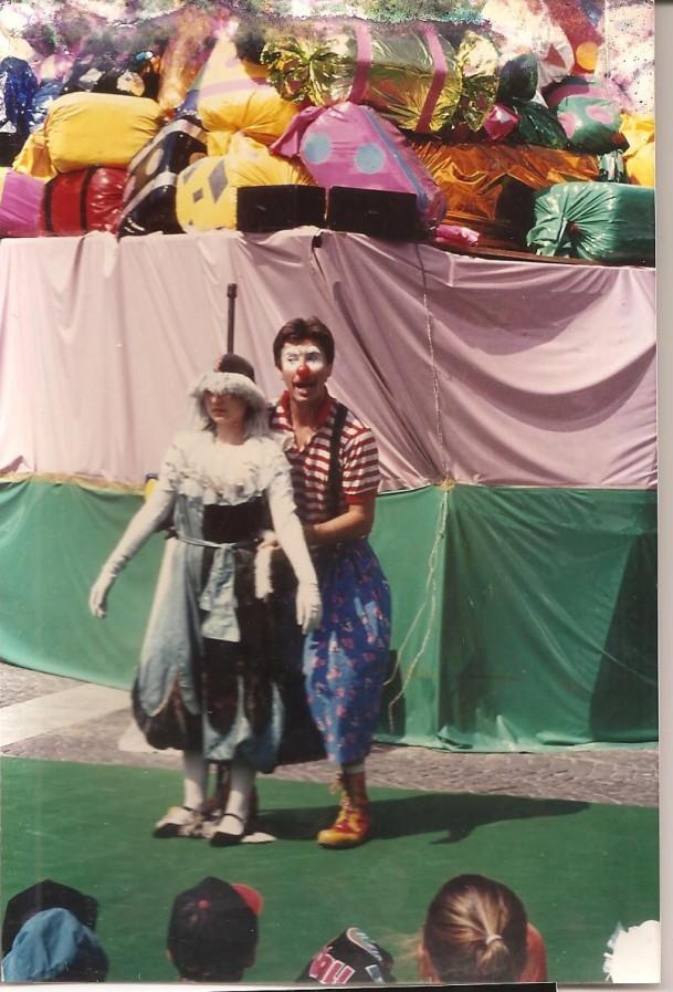 '' le clown et la poupée '' 001